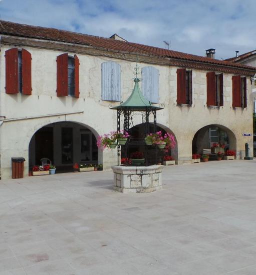 Puit Place de l Hotel de Ville